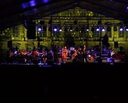 SLOVENSKA TURNEJA - Gal Gjurin in Simfoniocni orkester Cantabile z gosti